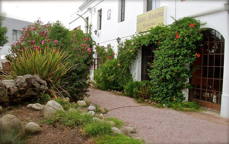 façana-jardí-Restaurant-Sant-Antoni-Premià-de-Dalt-Mar