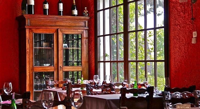 Racó-menjador-amb-ventanal-Restaurant-Sant-Antoni-Premià-de-Dalt-Mar