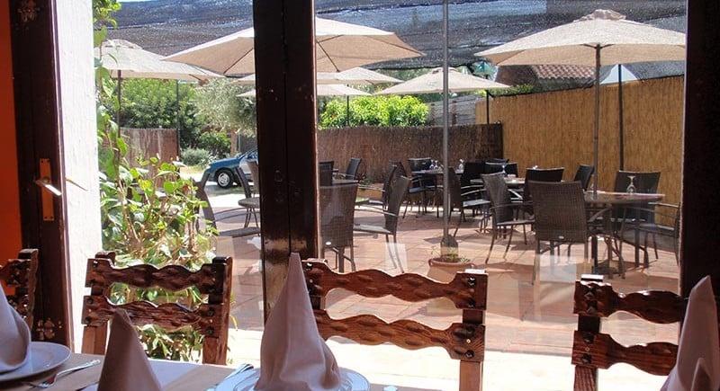 Vista exterior des de el menjador a la terrassa del Restaurant Sant Antoni
