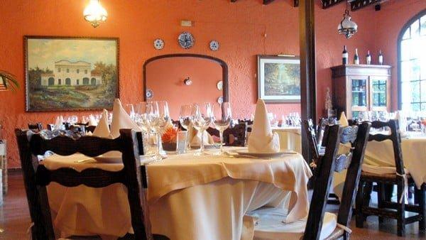 taules-rodones-Restaurant-Sant-Antoni-Premià-de-Dalt-Mar