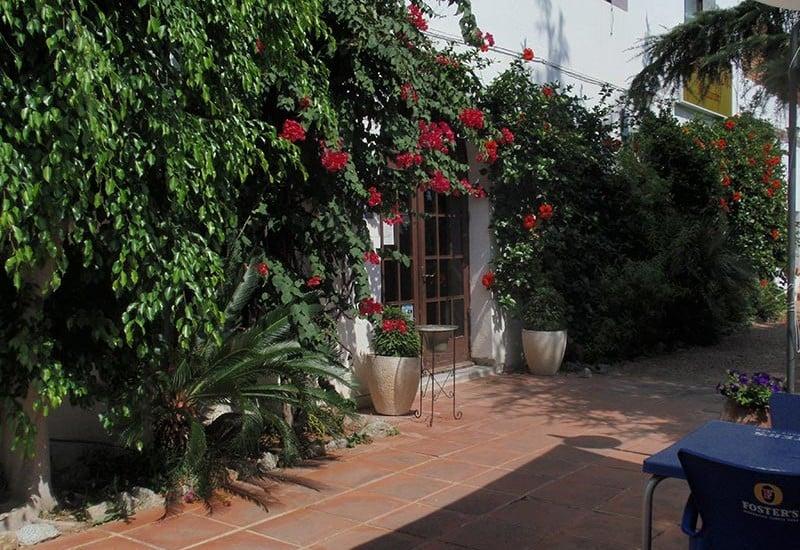 zona-enjardinada-terrassa-Restaurant-Sant-Antoni-Premià-de-Dalt-Mar