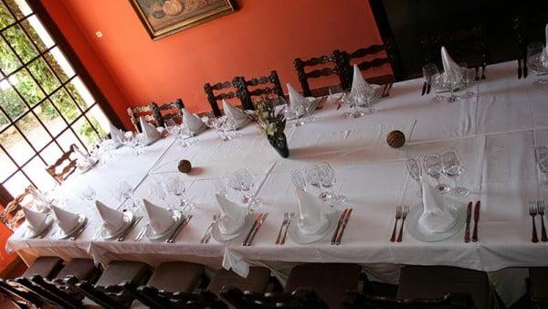 taula-grups-menjador-amb-ventanal-Restaurant-Sant-Antoni-Premià-de-Dalt-Mar